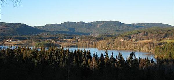 Utsikt over Maridalsvatnet i sein novembersol