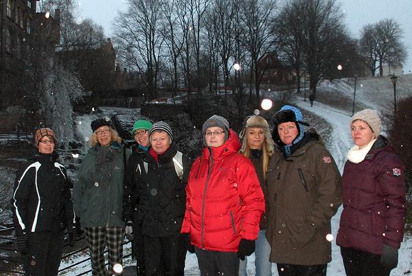 Et knippe damer til fots til Grønland. Foto: Jorun Jarp