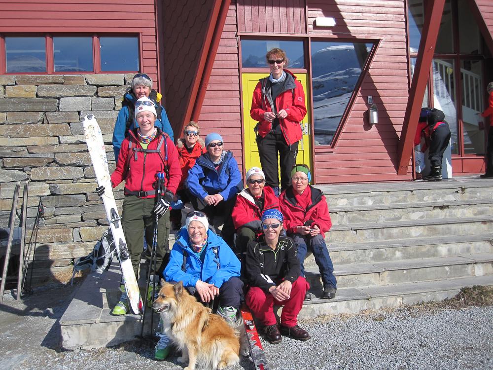 Ut på tur. Hanne, Nina, Kesa, Åshild, Jorun, Kristin, Ragnhild, Vigdis, Inger og Jofrid (Foto: Etti Salomonsen)
