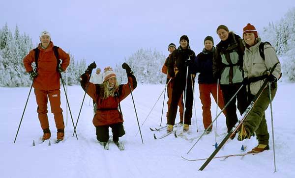Fotopause på Kalvsjøen. Fra venstre: Nina, Rebekka, Mette, Torunn, Margrethe, Hilda og Cathrine. Foto: Rine G. Carlsen