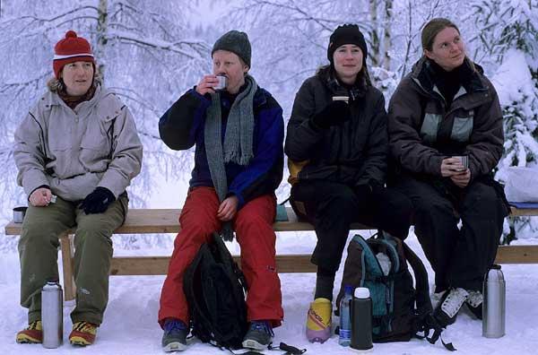 Cathrine, Margrethe, Torunn og Hilda nyter rasten. Foto: Rine G. Carlsen