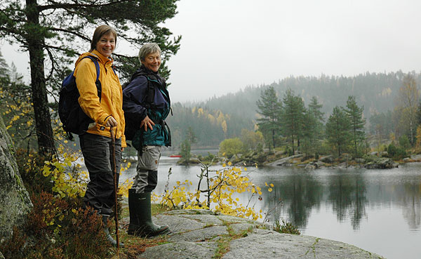 Nina og Ragnhild med utsikt over Børtervann.