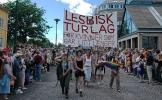 Det var tjukt av folk langs ruta vi følgde. Foto: Siri Osvær.