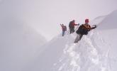 Luftige omgivelser. Eva Dagrunn og Linda gikk opp på Veslebjørn (2150 moh). Rest