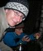Edle dråpar. Silje og Susanne testar godsakene Foto: Siri Osvær