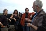 Fugleoppsynsmann Tor hadde mye å fortelle om fuglestasjonen og øya. Publikum er