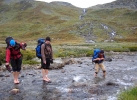 Jotunspa: Harriet, Aina og Jofrid får vasket tærne. Foto: Nina Didriksen