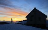Tannpuss i solnedgang ved Fonnabu. (Foto: Nina Didriksen)