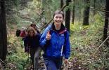 Turleder Nina fører troppene trygt innover i skogen. Foto Rine G. Carlsen