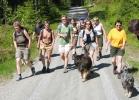 Vi vandrer med freidig mot, Lesbisk turlag nyter godværsturen. (Foto: Nina Didri