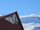 Tårnsuiten på Turtagrø står i stil med toppene bak. (Foto: Nina Didriksen)