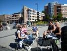 Deilig med en kopp kaffe og nogo attått (Foto: Kari Kirkeby)