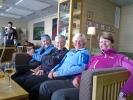 Sjefen på Turtagrø koser seg med damene (Foto: Kari Kirkeby)