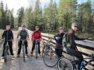 Sykkelpiker på broen. Inger Margrethe, Kari. Anja, Nina og Anne-Lena.