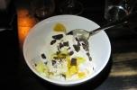 Himmelsk lapskaus med vaniljekesam og hakket sjokolade. (Foto: Nina Didriksen)