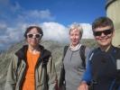 Marta, Margrethe og Rine poserer på Gaustatoppen (Foto: Vigdis Thoengen)