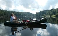 Inger padla egen kano hele turen, og lager her flott speilbilde i Børtervann.